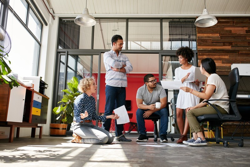 Canva Creative Team Having a Discussion - SMF360 Ingenio Futuro