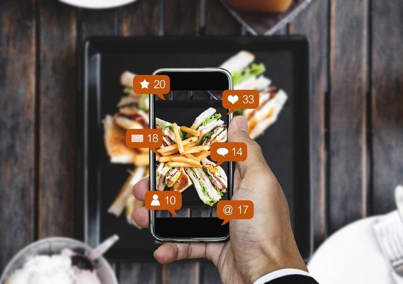 Canva Taking food photograph by mobile smart phone and sharing on social media social network with notification icons - SMF360 Ingenio Futuro